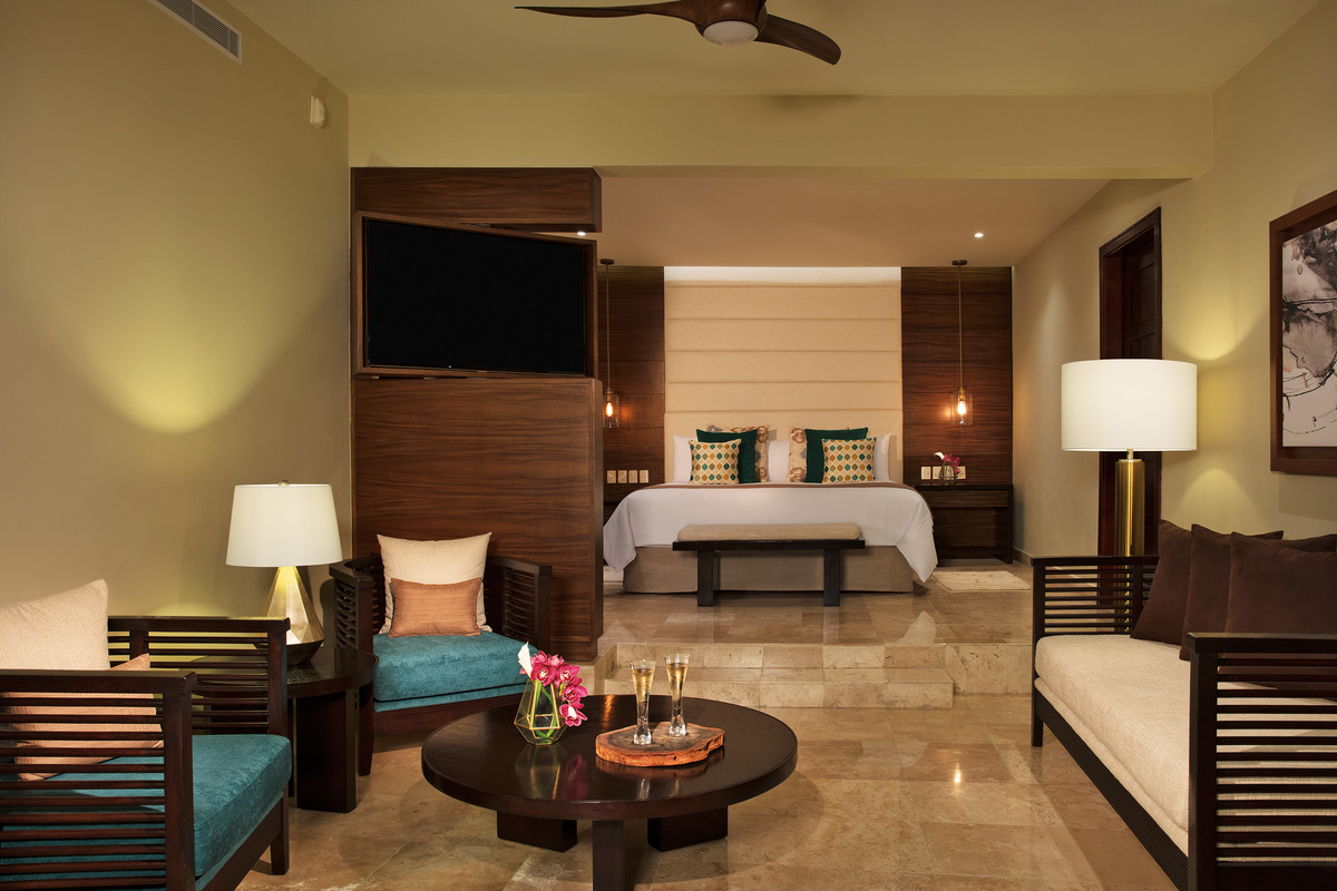 Governor Suite Preferred Club - Now Riviera Jade